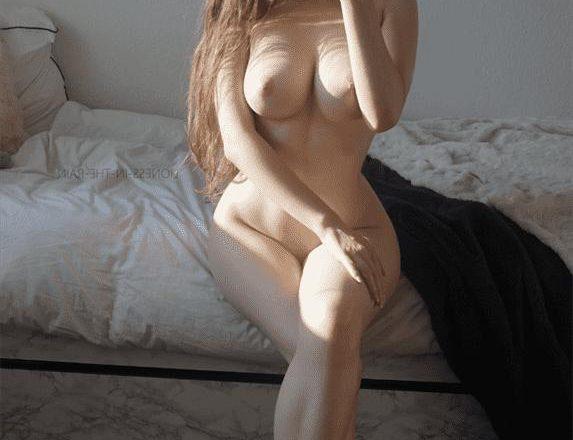 Fremd freundin porno geht Blonde Hausfrau
